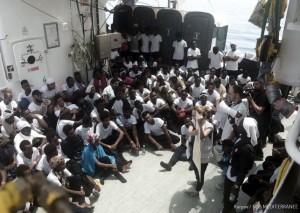 tripulacion-Aquarius-situacion-migrantes-rescatados_EDIIMA20180611_0880_20