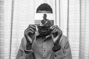 Malick-retrato-Hotel-Colibri-sosteniendo_EDIIMA20181205_0789_19