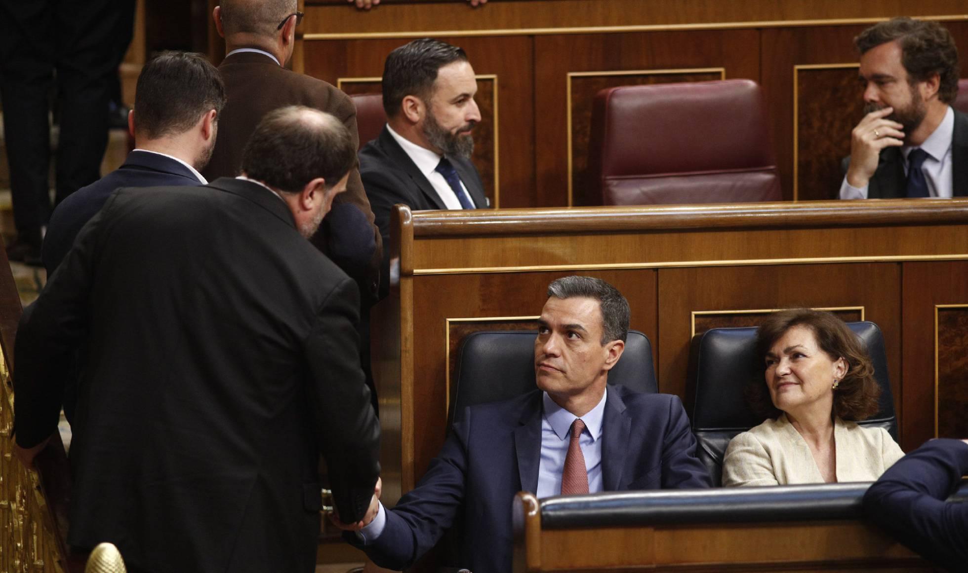 09ab94f59 A la espera de que el Rey desembarque para inaugurar formalmente la  legislatura decimotercera de la democracia española
